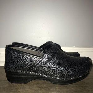 Women's Dansko Nursing Shoes